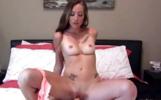 Impressive young girlfriend has insane deep sex on bed